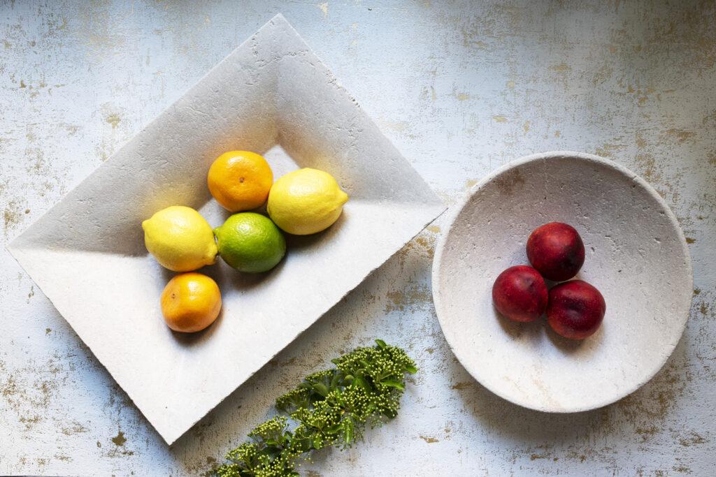 Kamienne patery z owocami